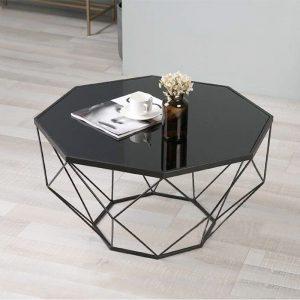 Ban tra sofa phong khach hình bát giác với thiết kế khung kim loại đẹp và mặt kính hình lục giác. Mẫu bàn hiện đại phù hợp với nhiều dáng sofa đẹp cho gia đình. Bạn có thể tự tin tiếp khách ở ngôi nhà của mình .