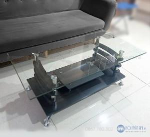 Bàn kính, bàn trà ba tầng giá rẻ được làm từ kính cao cấp được phủ lớp sơn bóng chống xước cho sản phẩm. Loại bàn này bao gồm 3 tầng và mặt kính dày dặn, 2 tầng dưới là gỗ.