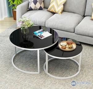 Bàn trà tròn đôi mặt kính chân sắt với Ưu điểm bàn trà đôi tròn mặt đá sang trọng. Thiết kế hình tròn mang lại sư mềm mượt, tinh tế Khung kim loại sơn tĩnh điện cao cấp, mặt đá sang trọng