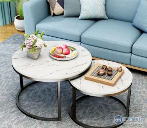 Bàn sofa, bàn trà mặt đá chân sắt với ưu điểm   Thiết kế hình tròn mang lại sư mềm mượt, tinh tế  Khung kim loại sơn tĩnh điện cao cấp, mặt đá sang trọng  Phù hợp với các phòng khách căn hộ, căn hộ chung cư, quán cà phê, văn phòng công ty.