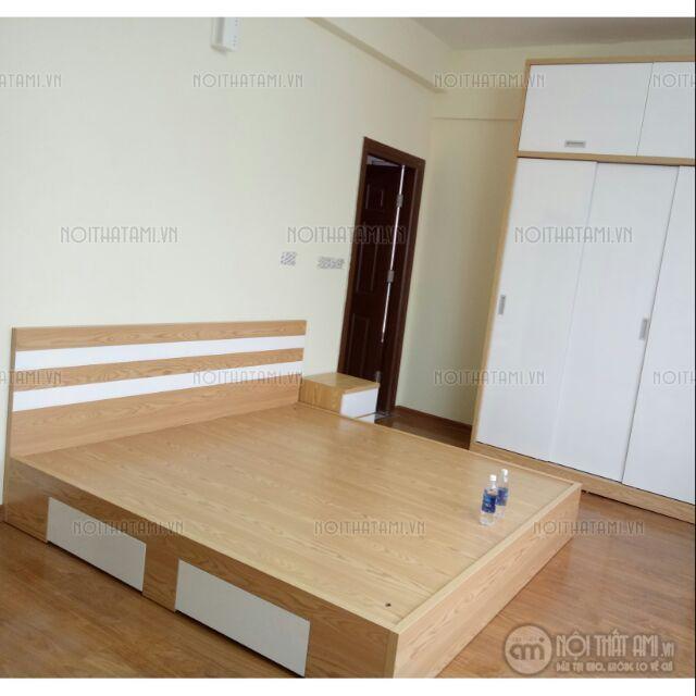 Rộng 1m2 x 2m =3.200.000đ  Giường được thiết kế thêm hai ngăn kéo nhỏ bên dưới tiết kiệm được không gian, giúp bạn hoàn toàn thoải mái trong quá trình sử dụng sản phẩm.