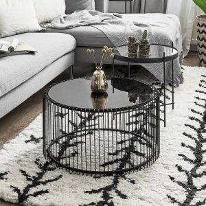 Bàn sofa hình tròn làm bằng hợp chất kim loại không gỉ được phun sơn tĩnh điện chống han rỉ bong tróc và kính mặt bàn là thủy tinh chịu lực dàytrong suốt hoặc mặt đá nhân tạo.