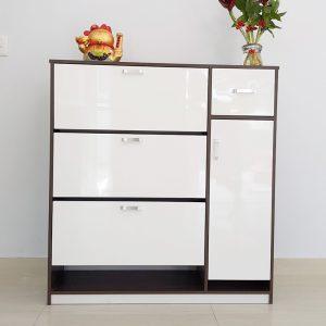 Thiết kế tiện dụng, dễ dàng di chuyển và lắp đặt, tiết kiệm tối đa không gian một cách hiệu quả nhất. Phù hợp cho gia đình có 4-5 thành viên, tủ giày có chứa lên tới 30 đôi giày dép